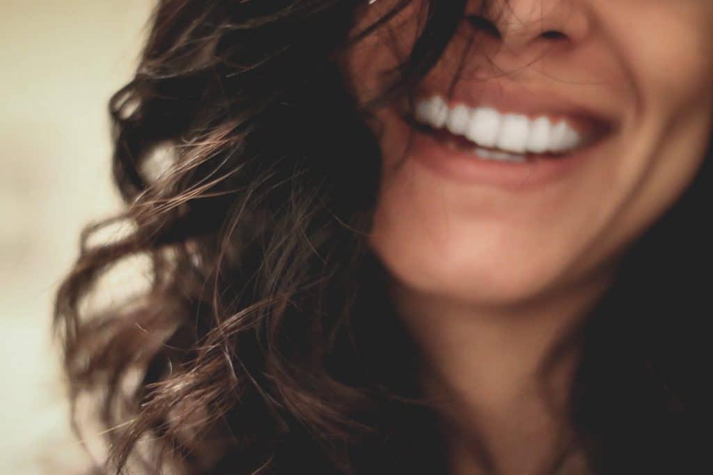 зъбни импланти усмивка